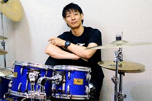 ドラム科 講師 佐藤 富保(TOMI)